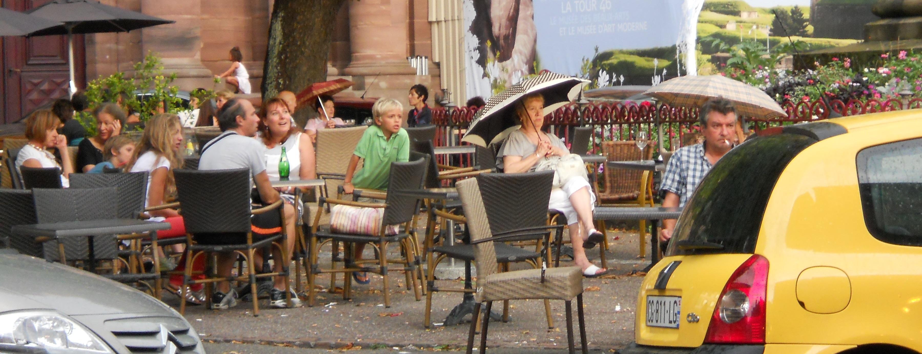 Französisches Innenstadtleben in Belfort.