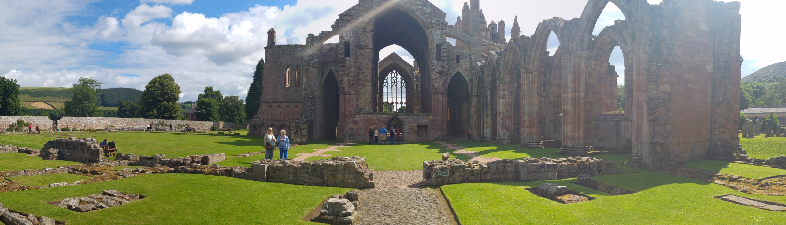 Die Melrose Abbey in Schottland.