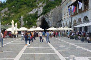 Das Tor zur Unterwelt in Postojna.