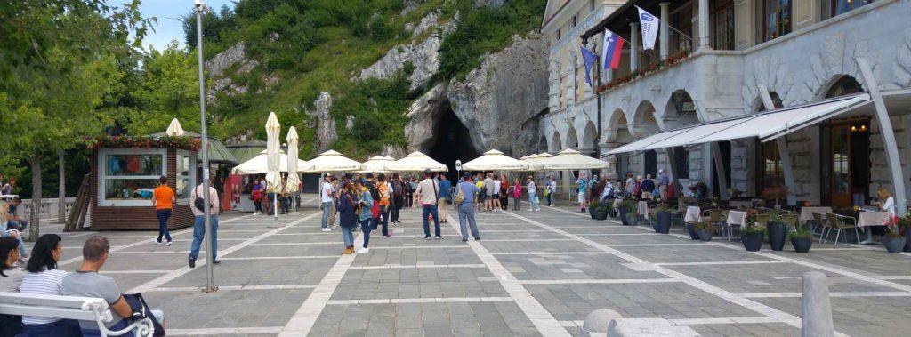 Die Höhlen von Postojna – Eine Wanderung unter den Berg