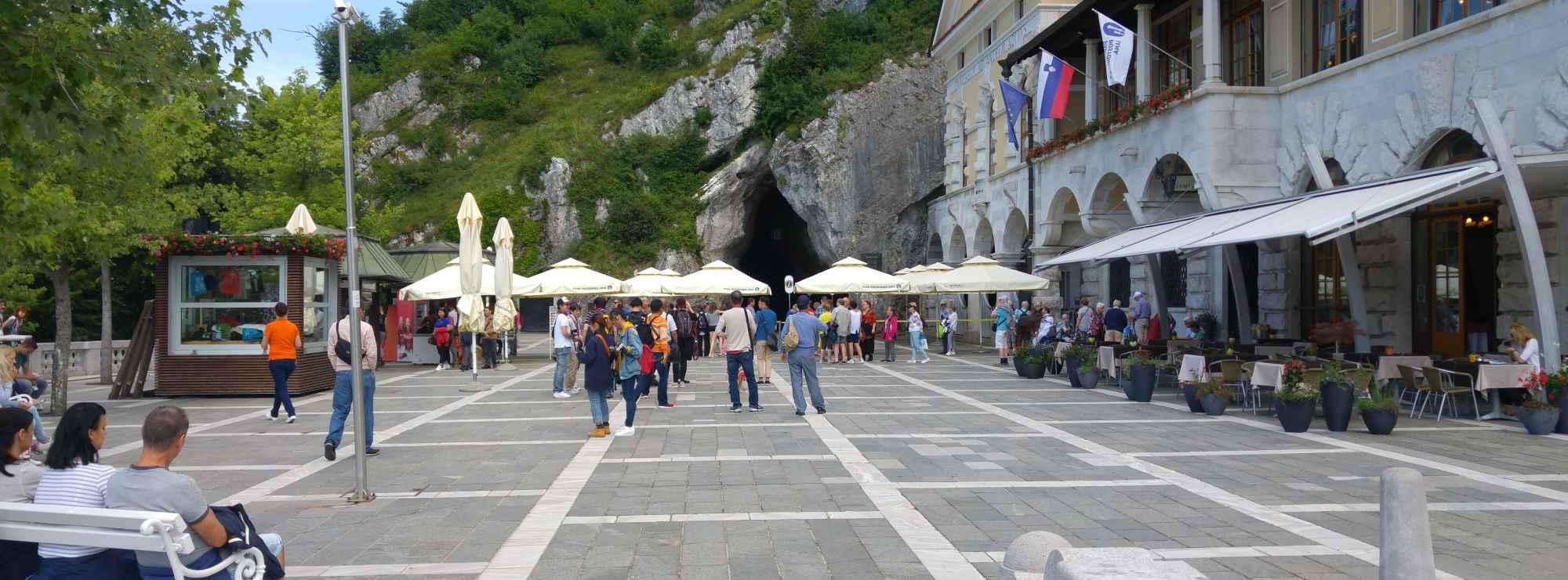 Die Höhlen von Postojna - Eine Wanderung unter den Berg